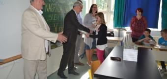"Načelnik Akif Fazlić nagradio odlične učenike V razreda OŠ ""Hašim Spahić"""