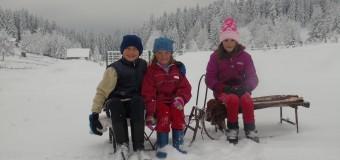 Zima i snijeg ilijaškog planinskog područja nisu zaledili dječiju radost i domaćinska srca