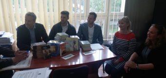 """GRAWE osiguranje doniralo 58 knjiga OŠ """"Hašim Spahić"""""""