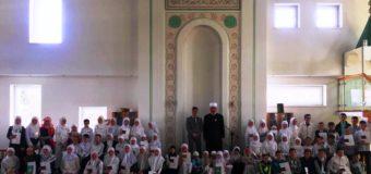 """Džamija  """"Ljepotica""""  Podlugovi:  svečano promovisano 45 novih učača Kur'ana"""