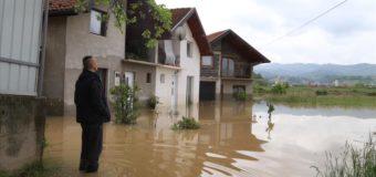 Usljed obilnih kišnih padavina u BiH: Poplavljene brojne kuće i poljoprivredno zemljište