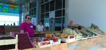 Prodavači izlažu samo domaće proizvode na Gradskoj tržnici u Ilijašu