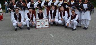 """Članovi KUD-a """"Ilijaš"""" nastupili na osmoj smotri folklora u Tuzli"""