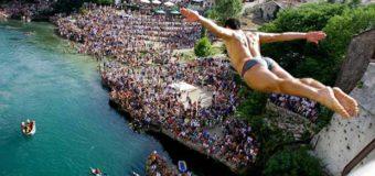 Tradicionalni skokovi sa Starog mosta u Mostaru