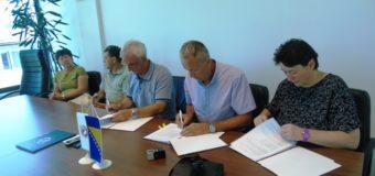 Potpisani ugovori za utopljavanje škola i rekonstrukciju Trga ispred KSC Ilijaš