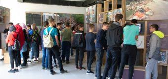 """Učenici i učenice 2. razreda SŠC """"Nedžad Ibrišimović"""" posjetili Memorijalni centar """"Potočari"""""""