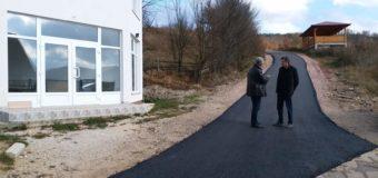 Asfaltirane dvije dionice lokalnog puta u naselju Popovići