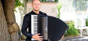 Harmonikaš Azmir Halilović odlikovan Srebrenom značkom UNSA
